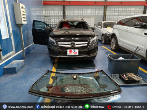 เปลี่ยนกระจก บังลมหน้า Benz GLA 250 อะไหล่เบนซ์ ใหม่แท้